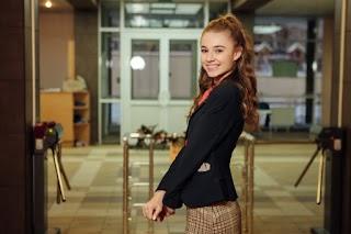 Юна зірка «Школи» в прозорій білизні влаштувала фотосесію для дорослих: «Несіть вогнегасник!»