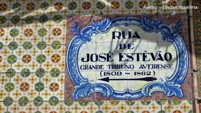 Värikkäitä laattoja Aveirossa Portugalissa