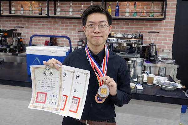 鼓勵學生培養專業 大葉大學生咖啡拉花賽佳績頻傳