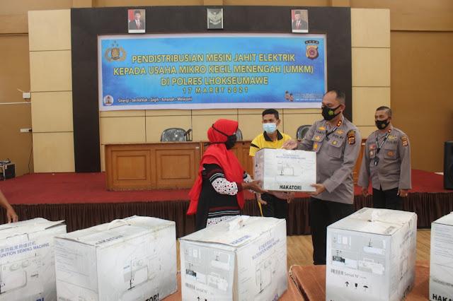 Kapolda Aceh Salurkan Bantuan Mesin Jahit Untuk Delapan UMKM di Lhokseumawe