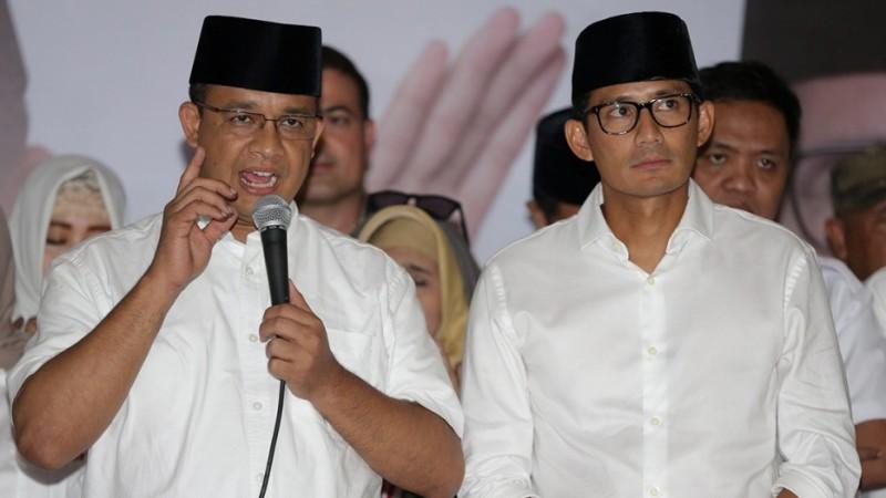 Anies Baswedan-Sandiaga Uno memberi sambutan di Kantor DPP Partai Gerindra
