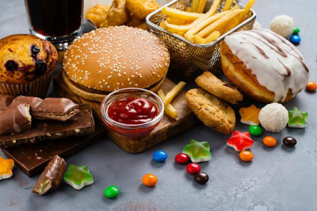 """Британія оголошує війну """"сміттєвій їжі"""" для боротьби з ожирінням"""