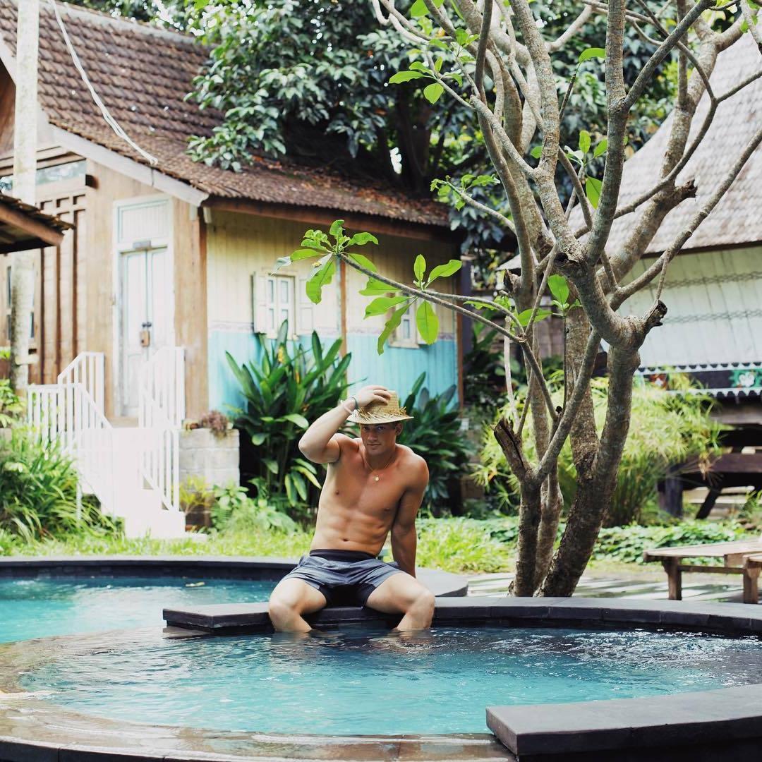 hot-taiwanese-guys-fit-shirtless-body-hunk-hat-summer-pool
