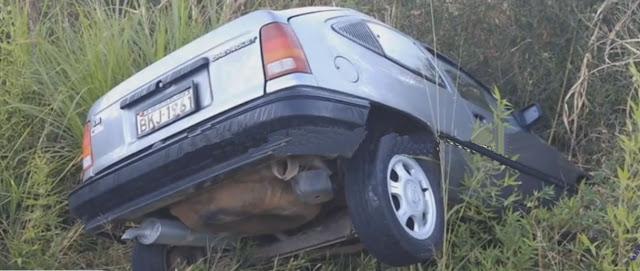 Carro é abandonado após capotar na vicinal São João x Sto Antônio do Jardim