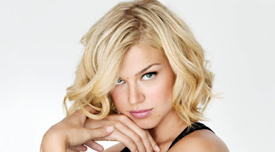 كيف تغازل النساء والفتيات وتكسب قلوبهم امرأة شقراء جميلة مليحة فتاة white blonde woman girl beautiful