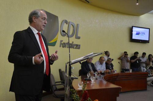 """""""A nossa mobilização vai alterar a pena do Lula?"""", questiona Ciro"""