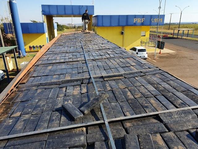 PRF apreende quase 2 toneladas de maconha em Naviraí (MS)