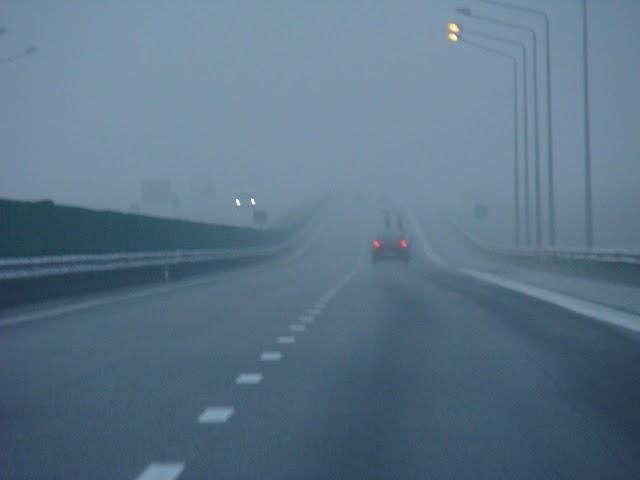Oriunde ai pleca azi, ai grijă! E ceață și vizibilitate sub 200 m