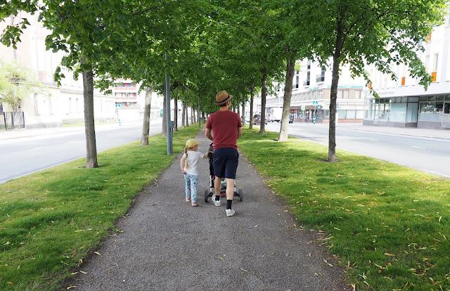 vaasa, postikortti vaasasta, matkaillu suomessa, isa ja lapset, lasten kanssa vaasassa,mita tehda vaasassa, allee