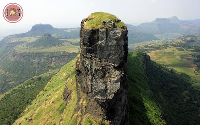 महाराष्ट्र देशाचे सौंदर्य 'सह्याद्रीमधील किल्ले'