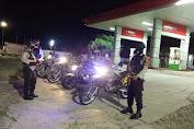 Sat Sabhara Polres Enrekang Kembali Lakukan Patroli Blue Light di Depan SPBU
