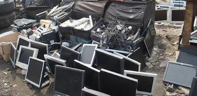 Menambah sampah elektronik