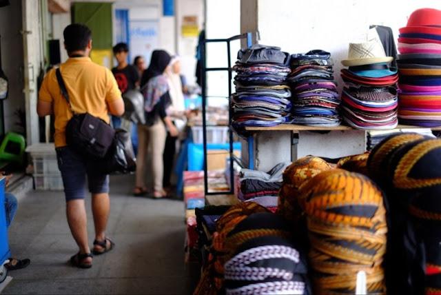 Belanja Pernak Pernik Khas di Sepanjang Trotoar Jalan Malioboro