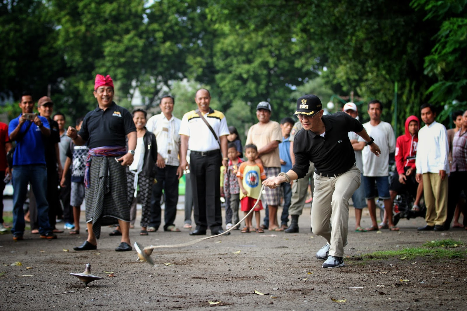 Lombok Atraktif Begasingan Permainan Tradisional Lombok Yang Masih Dipertahankan Di Kota Mataram