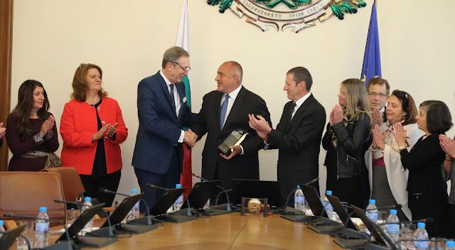 """Бойко Борисов стана първият чуждестранен лидер с наградата """"Факла на свободата"""""""
