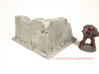 Battle damaged small corner concrete wall section T595 for 25-28mm war games - exterior view - UniversalTerrain.com