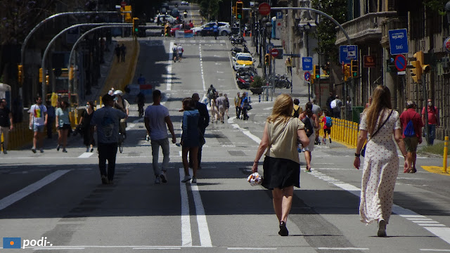 Via Laietana, un corso libero di auto durante i fine settimana