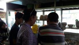 Unik, Menteri Susi Naik Mobil Bak Polisi Keliling Kota