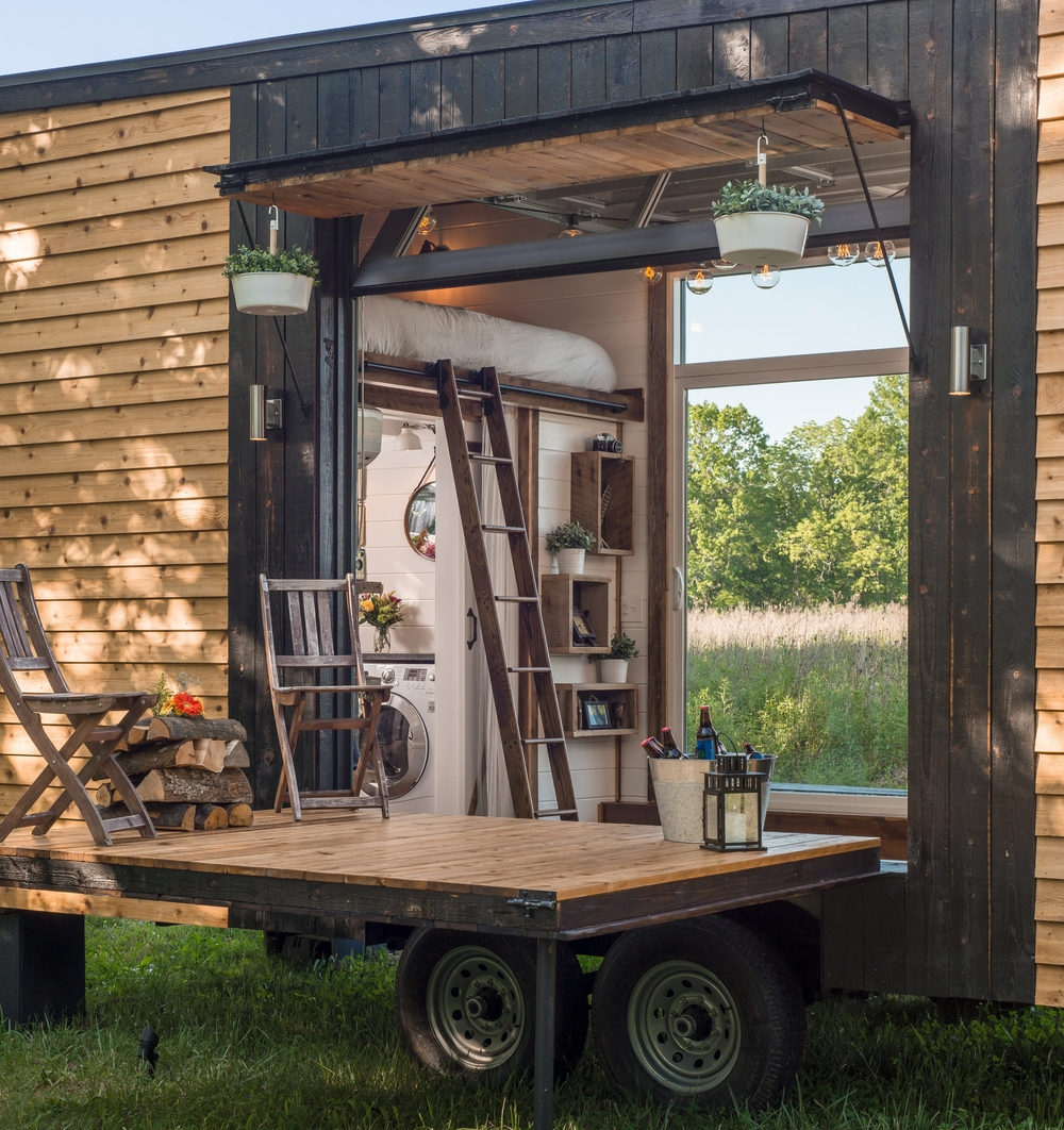 02-New-Frontier-Tiny-Homes-Architecture-with-Tiny-Houses-on-Wheels-www-designstack-co