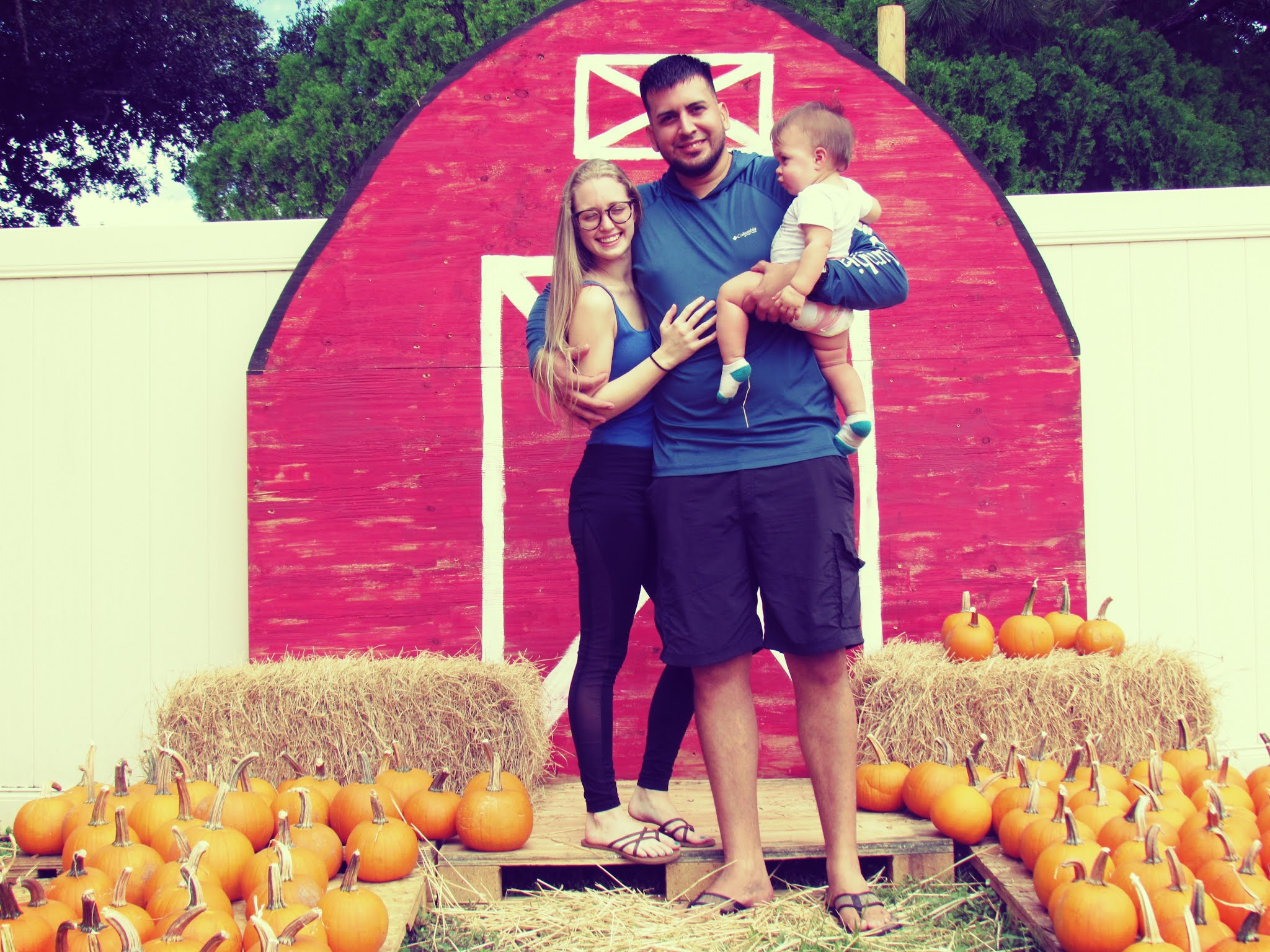 Farmhouse Style Pumpkin Patch Display With Hay Bale Maze