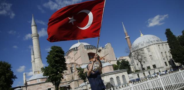 Αγία Σοφία: Οι Τούρκοι ξήλωσαν την ταμπέλα του μουσείου