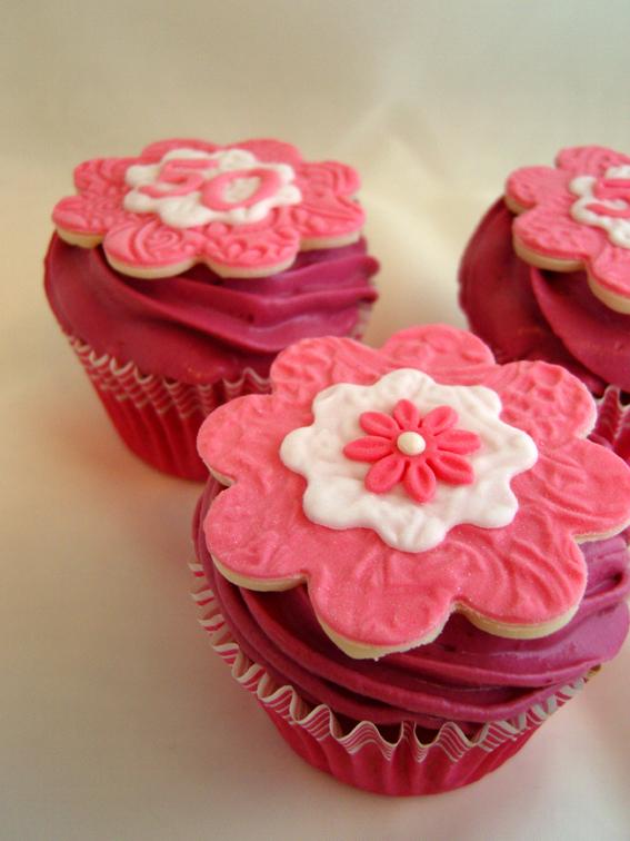 ninas kleiner food blog vanille cupcakes mit brombeer gelee f llung und brombeer quark sahne. Black Bedroom Furniture Sets. Home Design Ideas