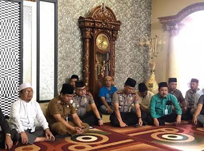 Kapolresta Bersama Wakapolresta Jambi Takziah Kerumah Duka Ibunda Wakil Walikota Jambi