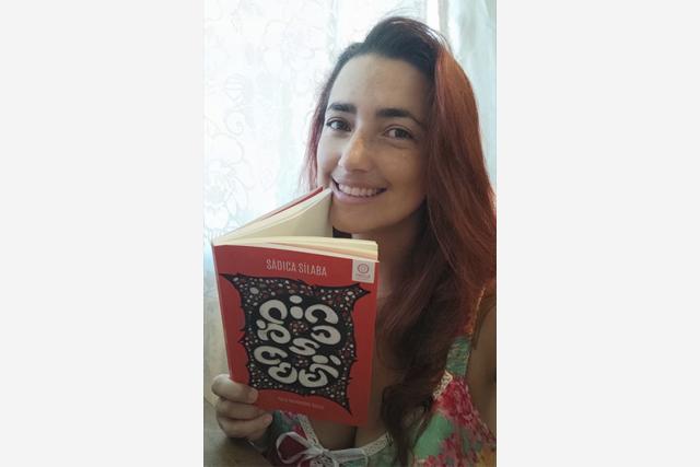 Moradora de Arembepe lança livro de poemas
