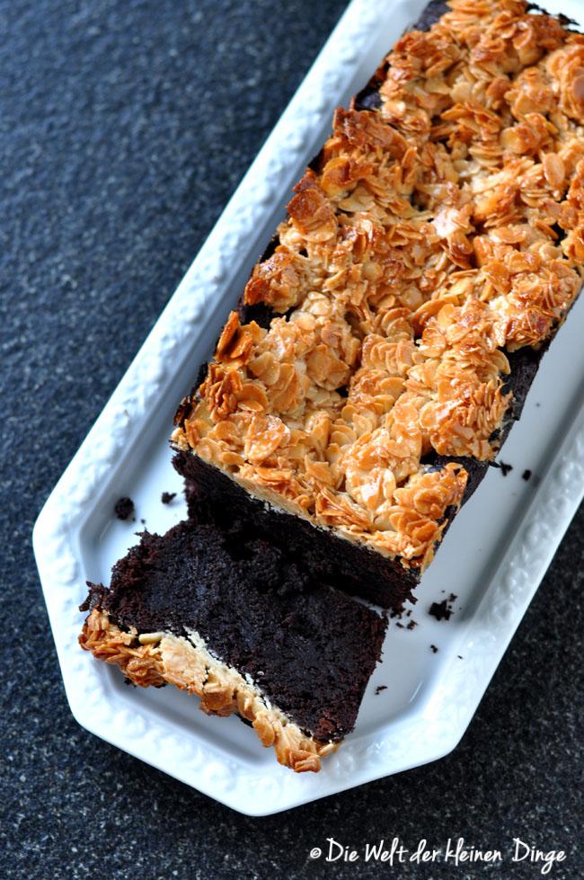 Schokoladigster Schokoladenkuchen mit Florentiner-Kruste aus Mandeln und Honig