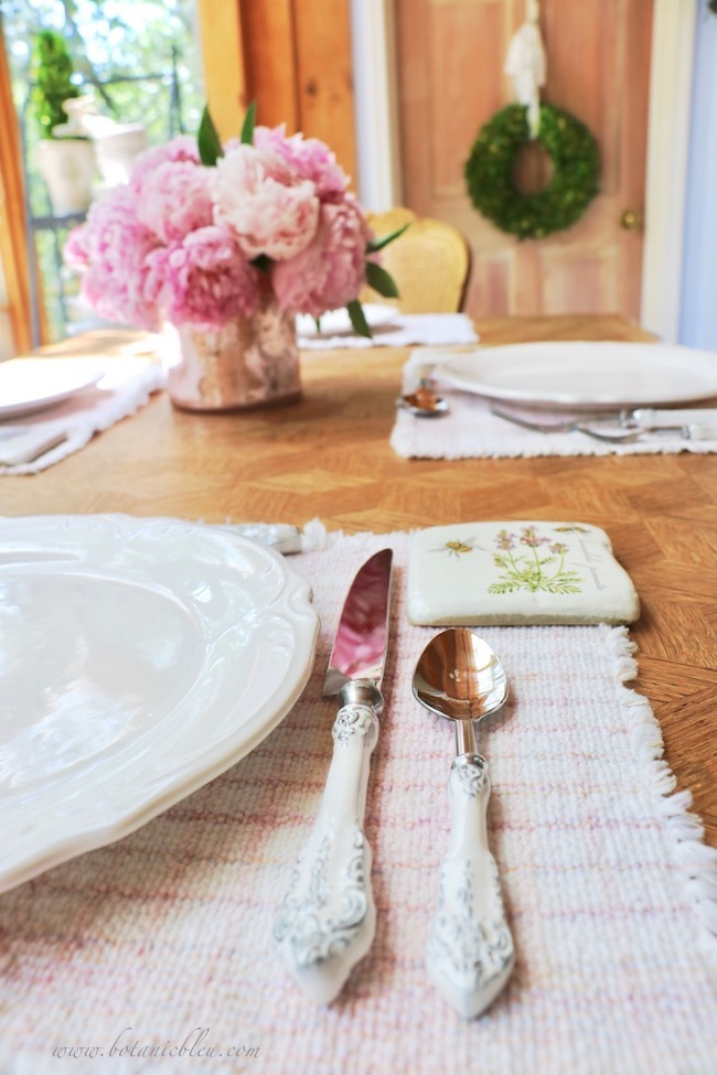French country early summer table setting pairs pink with white for a fresh summer look