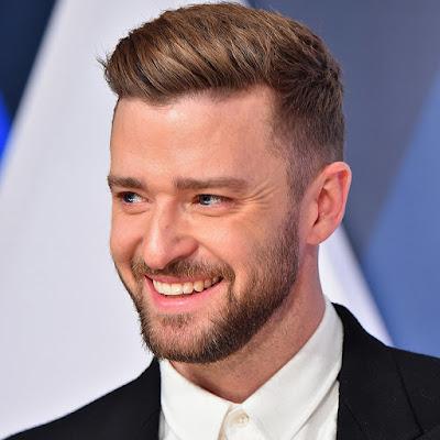 """Biogrtafo  Justin Timberlake    Justin Timberlake adalah seorang penyanyi yang berkebangsaan Amerika Serikat. lahir di Memphis, Tennessee, Justin Timberlake lahir pada bulan Januari 1981 dan lebih tepatnya di tanggal 31 Januari 1981. Kepopuleran Timberlake dimulai saat dirinya mengikuti acara """"Star Search"""" dan juga """"The New Mickey Mouse Club"""" bersama dengan Britney Spears dan juga Christina Aguilera. Karirnya kemudian semakin memuncak saat bergabung bersama boyband N'Sync. Setelah lama berada di N'Sync, Timberlake yang dari dulu memimpikan menjadi penyanyi solo ini akhirnya keluar dan bernyanyi sebagai penyanyi solo. Di tahun 2002, dirinya pun memulai karir solonya dengan mengeluarkan album pertamanya yang bertajuk """"Justified."""" Album ini benar – benar laris di pasaran dengan rekor penjualan sebanyak 8 juta kopi di seluruh dunia. Karirnya semakin di atas awan kala dirinya berhasil memenangkan Penghargaan Grammy dalam kategori Album Terbaik ( Justified ) dan Lagu Terbaik Penyanyi Pria lewat lagunya 'Cry Me A River' yang berkolaborasi dengan Timbaland.  Timberlake menjalin hubungan asmara dengan Britney Spears dan harus kandas di tahun 2002. 2 tahun kemudian tepatnya di tahun 2004, ia kembali menjalin hubungan dengan Cameron Diaz. Diisukan bahwa dirinya juga pernah berpacaran denga ://avinakidaswaranthy.blogspot.co.id/"""