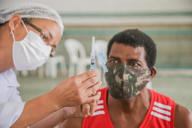 Cabo de Santo Agostinho começa a vacinar contra a covid-19 pessoas com doenças pré-existentes que têm 18 anos ou mais