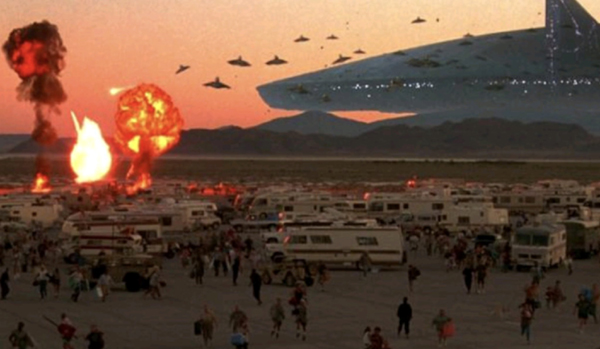 Alien attackers go on a strafing run against human survivors at Area 51 in INDEPENDENCE DAY.