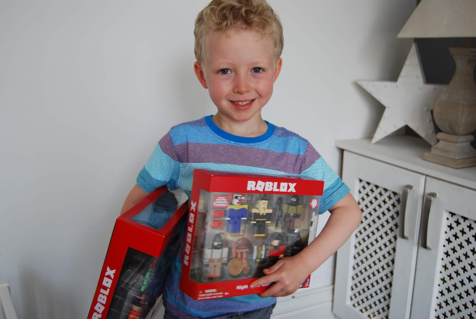 Gifts For Kids That Love Roblox Chic Geek Diary Roblox Series 5 Toys Review Giveaway