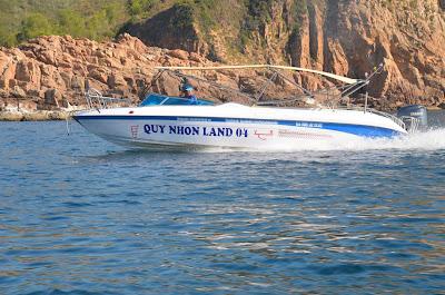 Tàu ca nô Quy Nhơn land