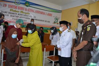 Gubernur Jambi H.Alharis Harapkan Kekebalan Tubuh Terbentuk Bagi Para Pelajar SMA