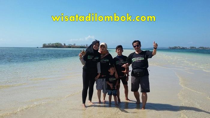 Wisata Keluarga ke Pantai Pink Lombok
