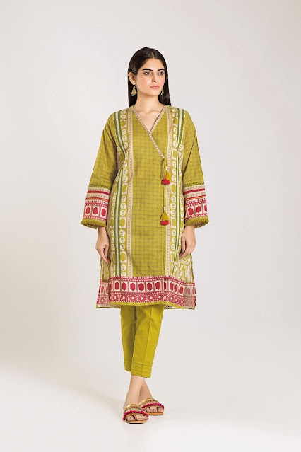 khaadi winter cambric green and yellow piece suit