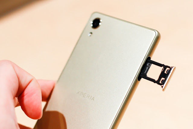 Khe-sim-Sony-Xperia-X