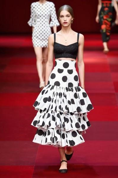 A Primavera Verão 2015 da Dolce   Gabbana tem inspiracao espanhola e pega  carona na temática da coleção masculina. Tem touradas e flamenco, ... 966529c1ae