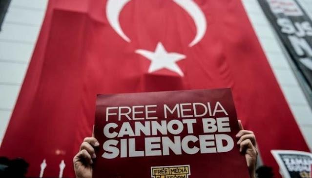 """La Turchia imprigiona 5 giornalisti per """"aver rivelato segreti di stato"""""""