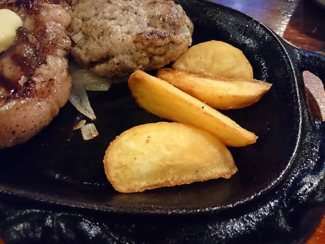 赤身肉&サーロインセットと追加したあぐーハンバーグの写真