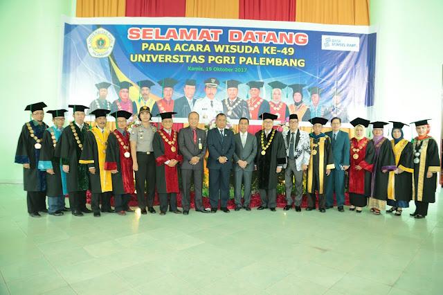 Ishak Mekki Ingatkan Alumni UPGRI Tak Jadi Penonton