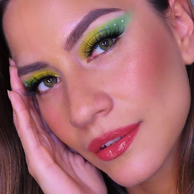 Maquiagem sombra neon verde amarelo