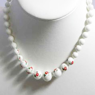 1950s vintage Pop It bead necklace in white with rose design