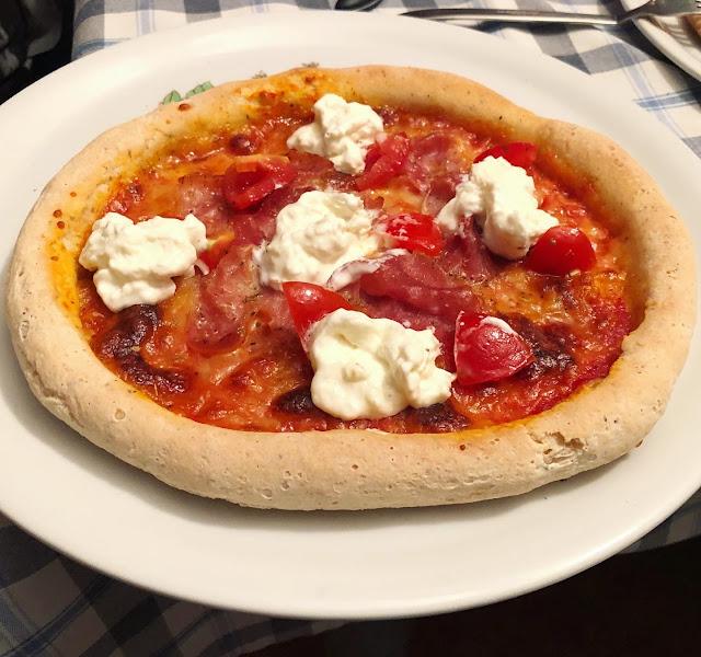 Pizza con cornicione senza glutine con doppia lievitazione