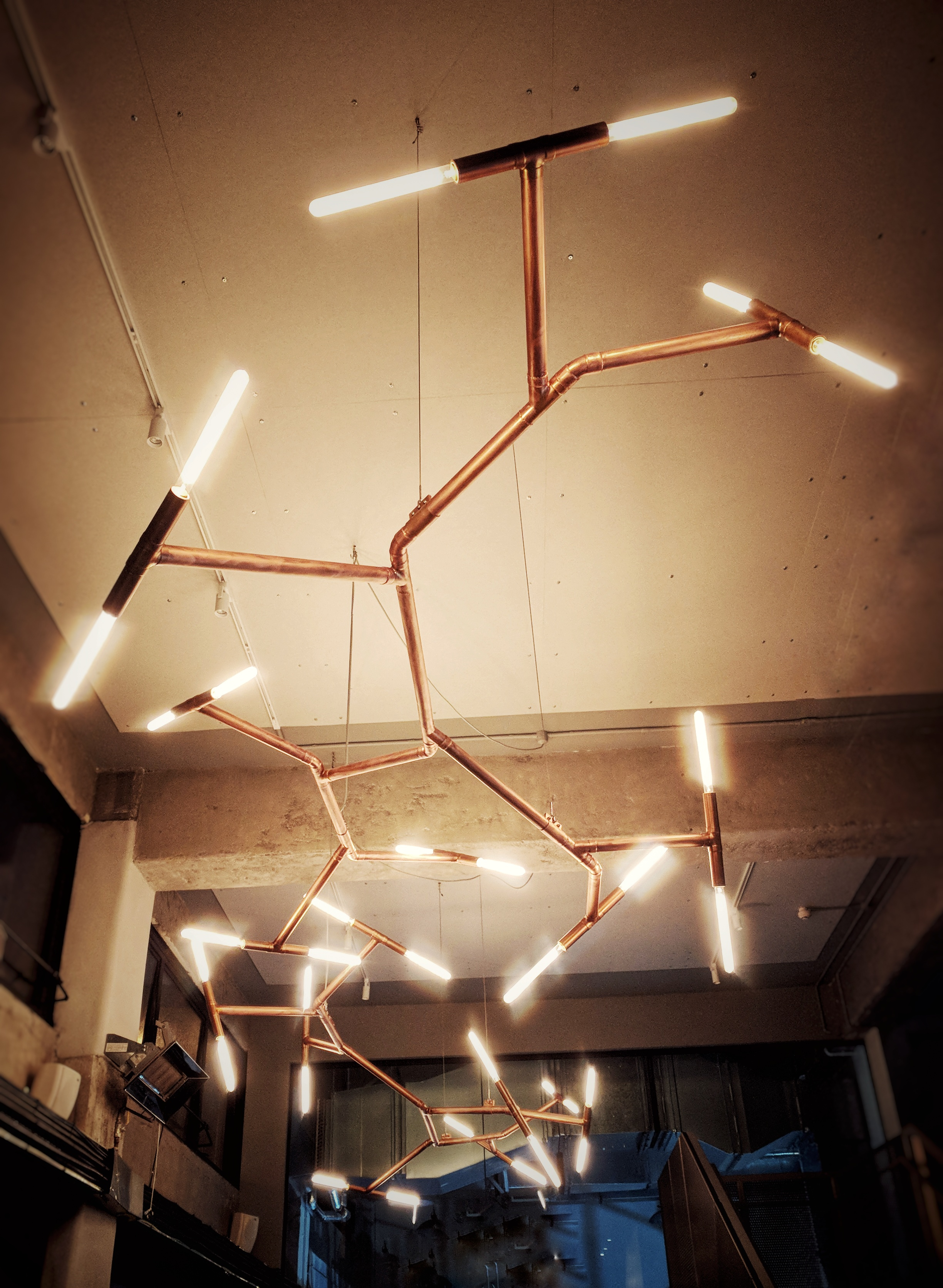 Lights in the shape of the alcohol molecule