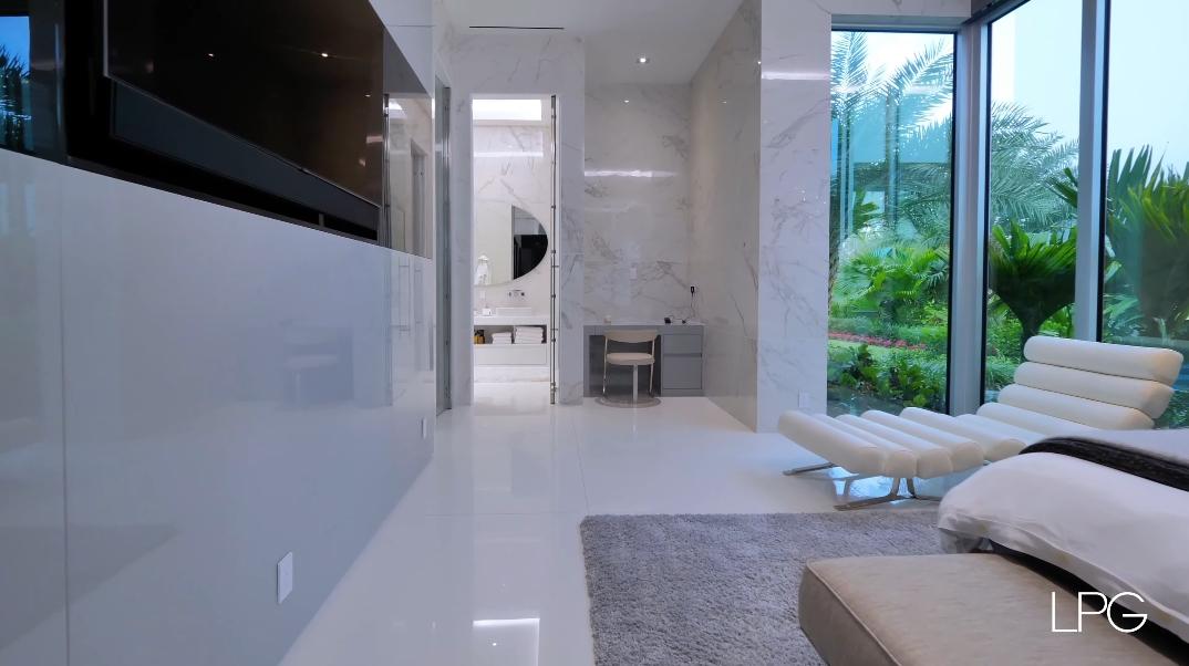 163 Interior Photos vs. 1104 Seminole Blvd, North Palm Beach, FL Ultra Luxury Modern Mega Mansion Tour