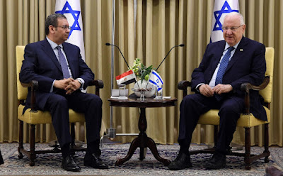 بعد استقباله للسفير المصري بإسرائيل.. الرئيس الصهيوني سنتعاون مع شعوب المنطقة في محاربة كورونا