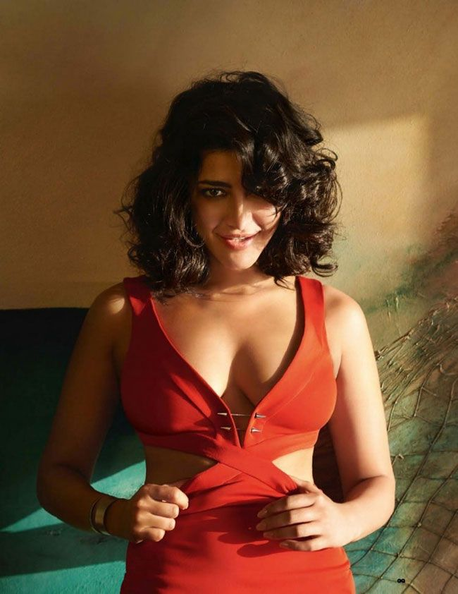 Actress Gallery: Shruti Haasan Latest Pictures